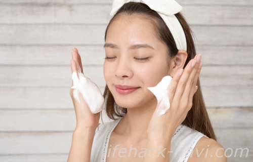 顔 テカリ 原因 洗顔方法