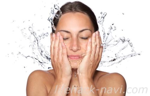 顔 テカリ 対策 洗顔方法
