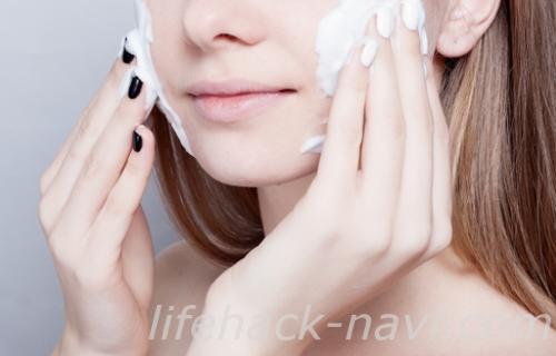 顔 乾燥 原因 洗顔方法