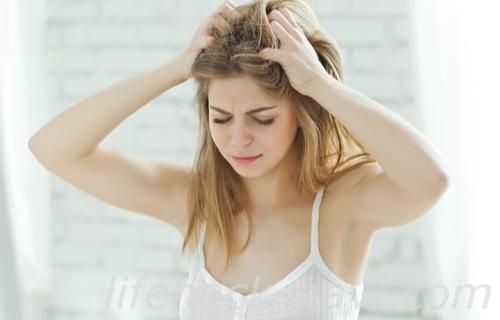 頭皮 臭い 原因 チェック 頭皮を擦る