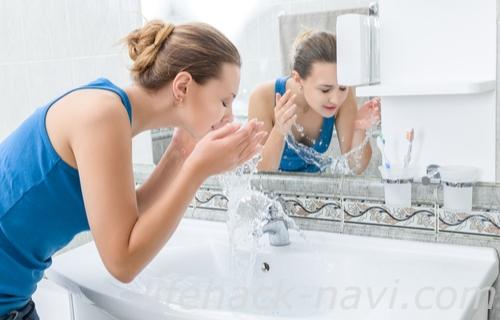 顎 吹き出物 スキンケア 洗い流す