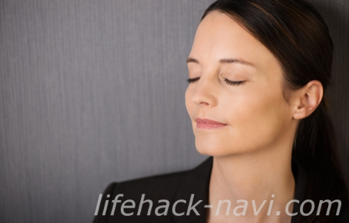 目の下 くぼみ 解消法 トレーニング