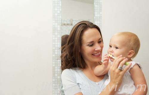 赤ちゃん 歯磨き いつから