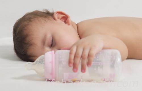 赤ちゃん ミルク 寝る前 いつまで
