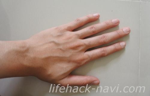 手の甲 血管 浮き出る